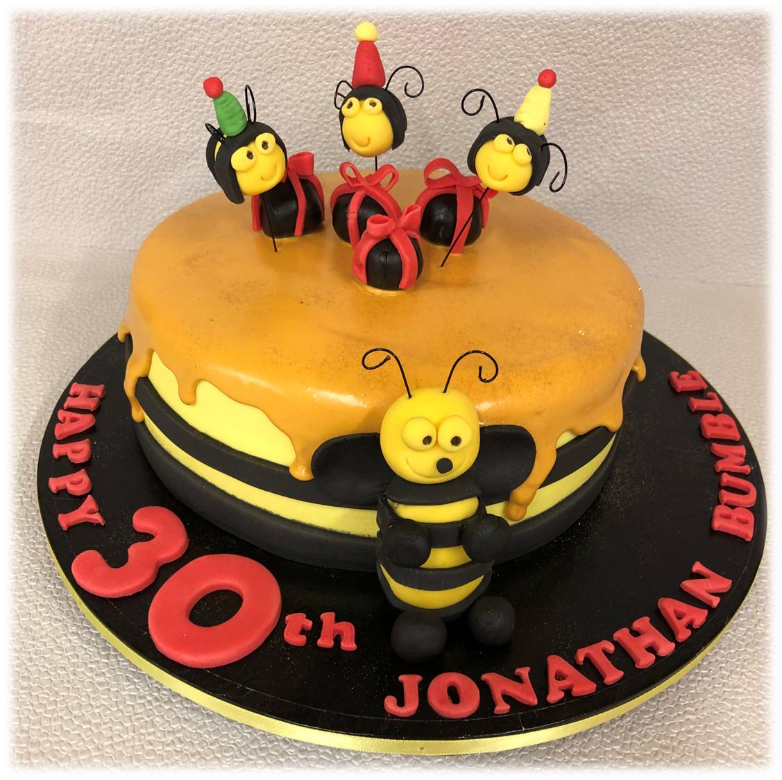 Bumble bee drizzle cake.jpg