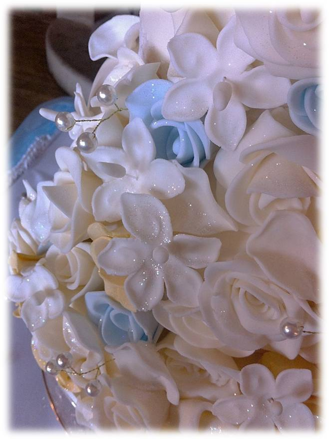 handmade selection of sugar flowers from £20.jpg